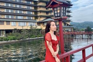 Sau phát ngôn sóng gió về người thứ 3, Quỳnh Nga rạng rỡ dạo chơi nước Nhật