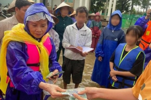 Nghi vấn mẹ Hồ Ngọc Hà dùng 3 STK kêu gọi từ thiện, giải ngân chậm 8 tháng sau lũ