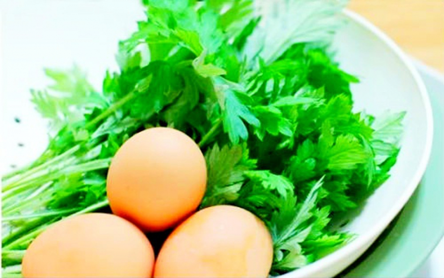Phụ nữ thường xuyên ăn trứng gà ngải cứu giúp thải độc, làm đẹp, lợi đủ đường