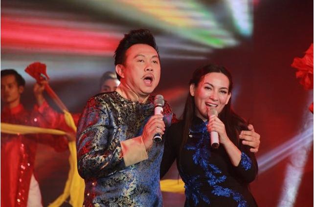 Bà xã Chí Tài nặng lòng khi nghe tin Phi Nhung qua đời, tiết lộ món quà từng được nữ ca sĩ tặng